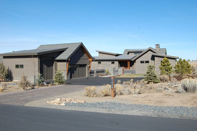 Ranch Style House Plan - 3 Beds 2.5 Baths 2696 Sq/Ft Plan #434-18 Exterior - Front Elevation