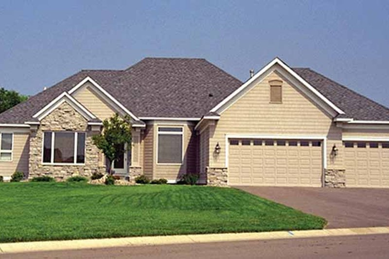 Dream House Plan - Traditional Exterior - Front Elevation Plan #51-788