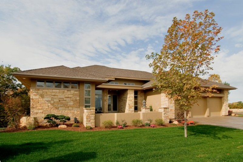 Contemporary Exterior - Front Elevation Plan #56-601