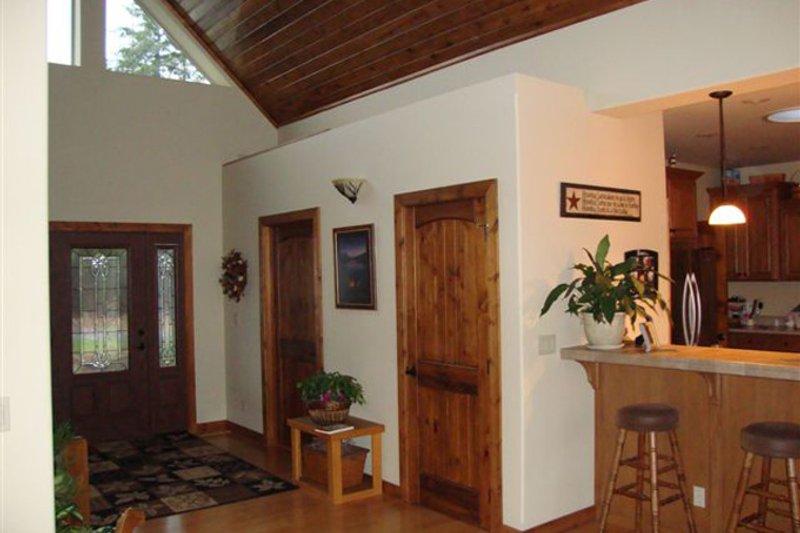 Contemporary Interior - Entry Plan #117-849 - Houseplans.com