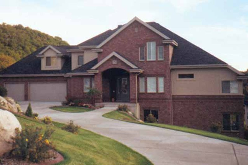Traditional Exterior - Front Elevation Plan #945-65 - Houseplans.com
