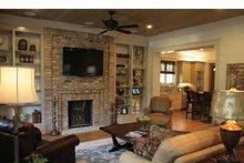 Bungalow Interior - Family Room Plan #37-278