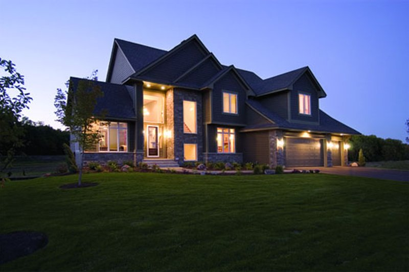 Traditional Style House Plan - 4 Beds 3.5 Baths 3347 Sq/Ft Plan #56-594 Exterior - Front Elevation