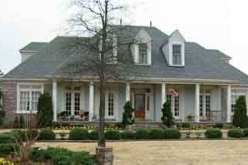 Colonial Style House Plan - 3 Beds 3.5 Baths 4872 Sq/Ft Plan #81-647 Exterior - Front Elevation