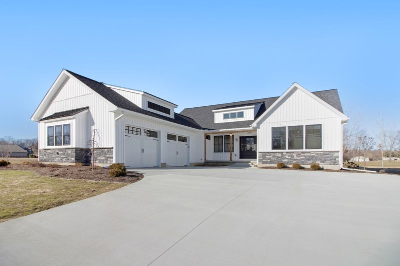 Architectural House Design - Farmhouse Exterior - Front Elevation Plan #928-328