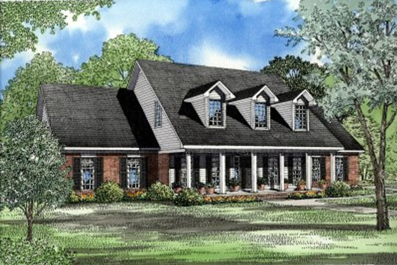 Southern Style House Plan - 4 Beds 3 Baths 2789 Sq/Ft Plan #17-215 Exterior - Front Elevation