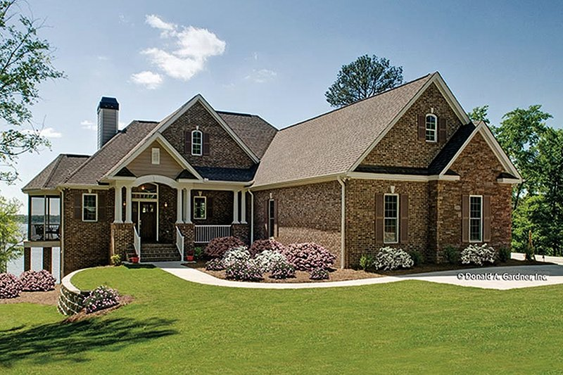Traditional style house plan 3 beds 2 5 baths 2157 sq ft for House plans with large front windows