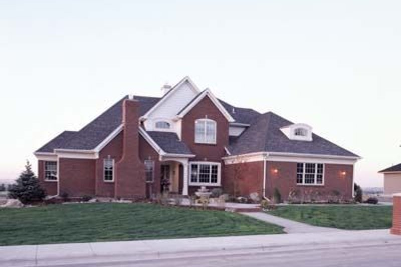 Traditional Exterior - Front Elevation Plan #20-1076 - Houseplans.com