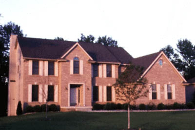 Traditional Exterior - Front Elevation Plan #20-1095 - Houseplans.com