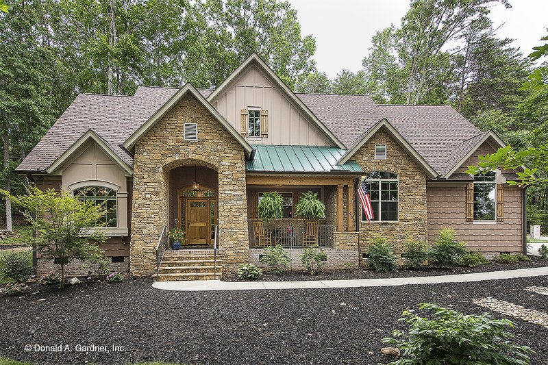Dream House Plan - Craftsman Exterior - Front Elevation Plan #929-14