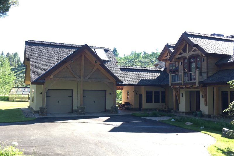 Log Style House Plan - 3 Beds 3 Baths 3440 Sq/Ft Plan #451-27 Exterior - Front Elevation