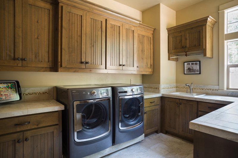 Ranch Interior - Laundry Plan #48-712 - Houseplans.com