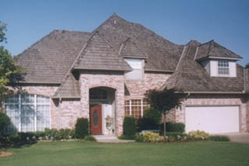 Traditional Style House Plan - 4 Beds 3.5 Baths 3286 Sq/Ft Plan #52-132 Exterior - Front Elevation