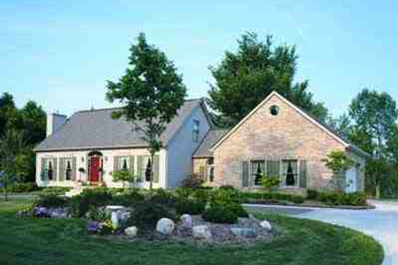 Colonial Style House Plan - 4 Beds 3 Baths 1933 Sq/Ft Plan #72-204