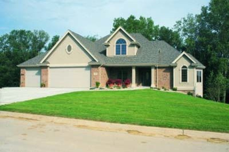 Dream House Plan - Traditional Exterior - Front Elevation Plan #20-969