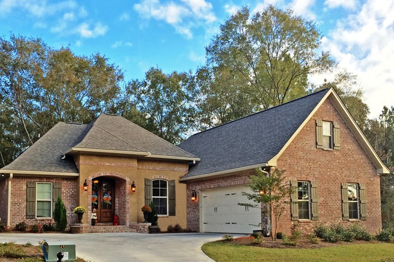 European Style House Plan - 3 Beds 2 Baths 1870 Sq/Ft Plan #430-107 Exterior - Front Elevation