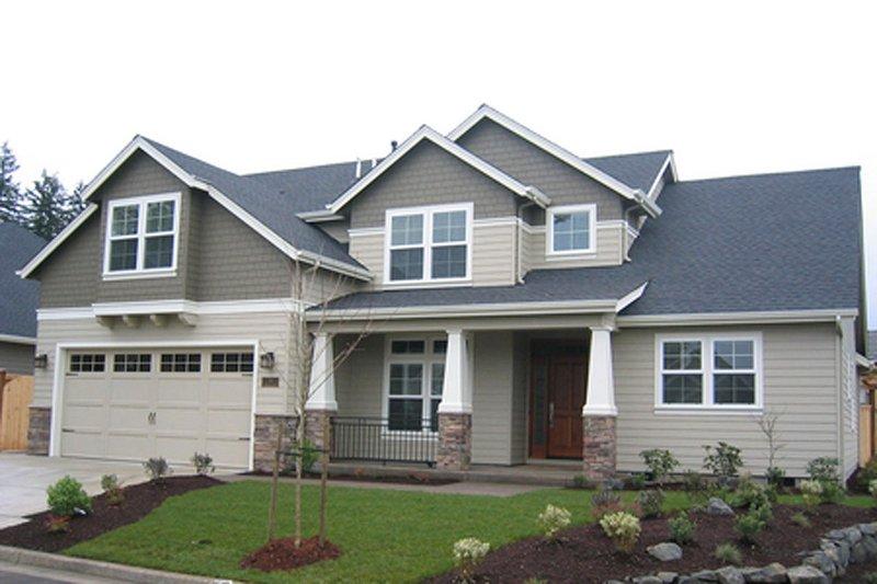 Craftsman Exterior - Front Elevation Plan #124-676 - Houseplans.com