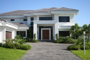 Modern Style House Plan - 4 Beds 4.5 Baths 5555 Sq/Ft Plan #420-172 Exterior - Front Elevation
