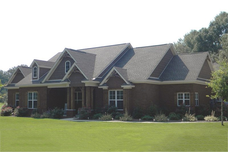 European Style House Plan - 4 Beds 2.5 Baths 3568 Sq/Ft Plan #63-326 Exterior - Front Elevation