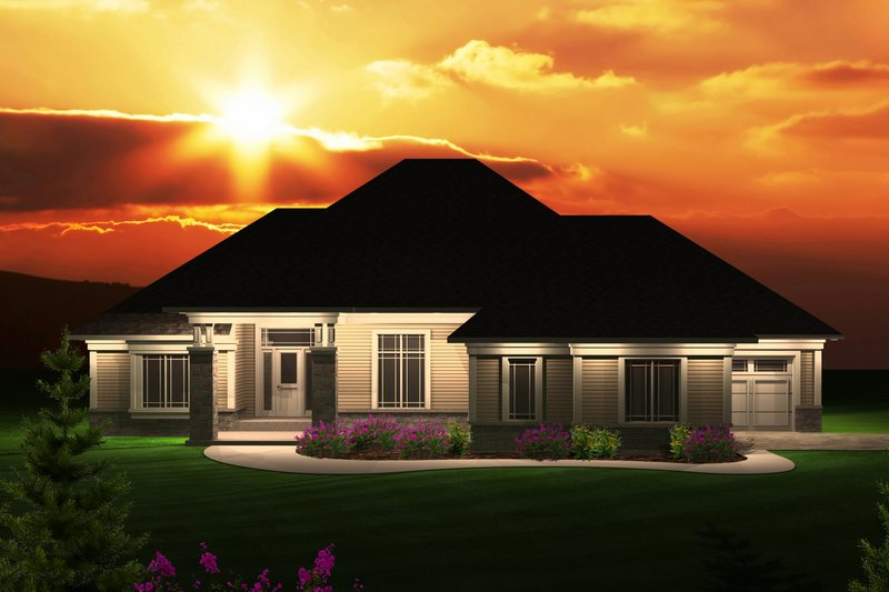 Traditional Exterior - Front Elevation Plan #70-1122 - Houseplans.com