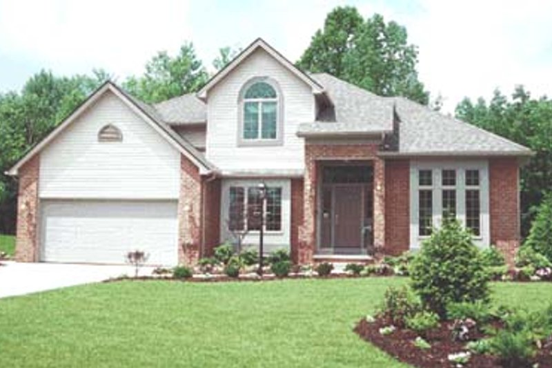 Traditional Style House Plan - 4 Beds 2.5 Baths 2113 Sq/Ft Plan #20-717 Exterior - Front Elevation