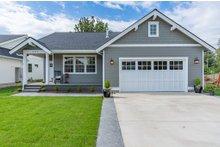 Craftsman Exterior - Front Elevation Plan #1070-98