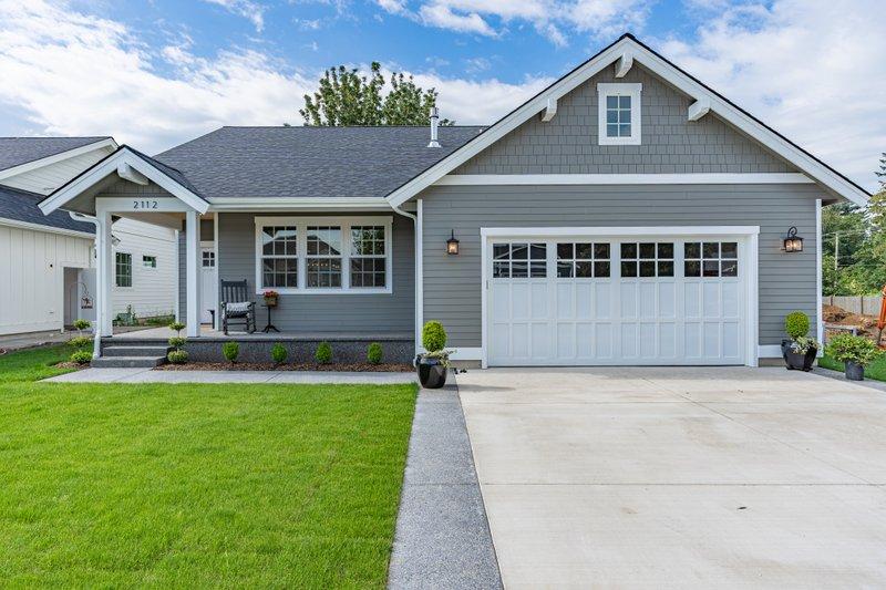 House Plan Design - Craftsman Exterior - Front Elevation Plan #1070-98