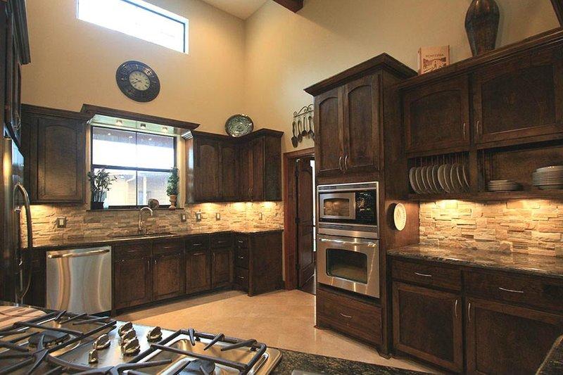 Ranch Interior - Kitchen Plan #140-149 - Houseplans.com