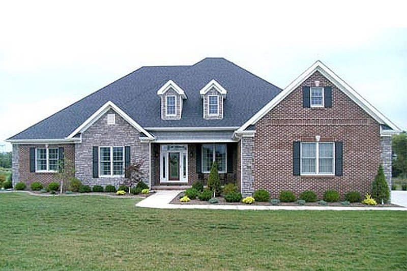 European Style House Plan - 4 Beds 3.5 Baths 2952 Sq/Ft Plan #17-2193 Exterior - Front Elevation