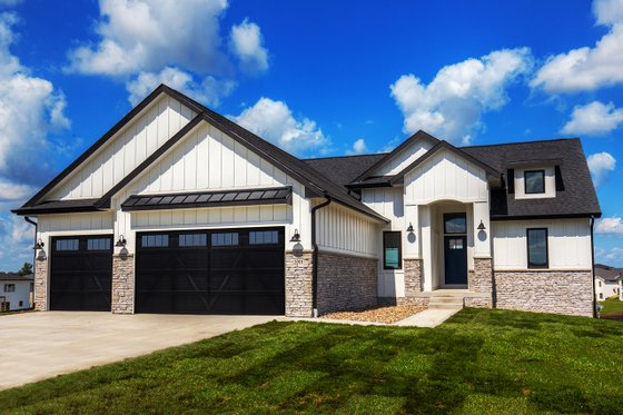 Ranch Exterior - Front Elevation Plan #70-1477