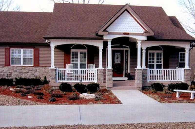 Southern Exterior - Front Elevation Plan #405-199 - Houseplans.com