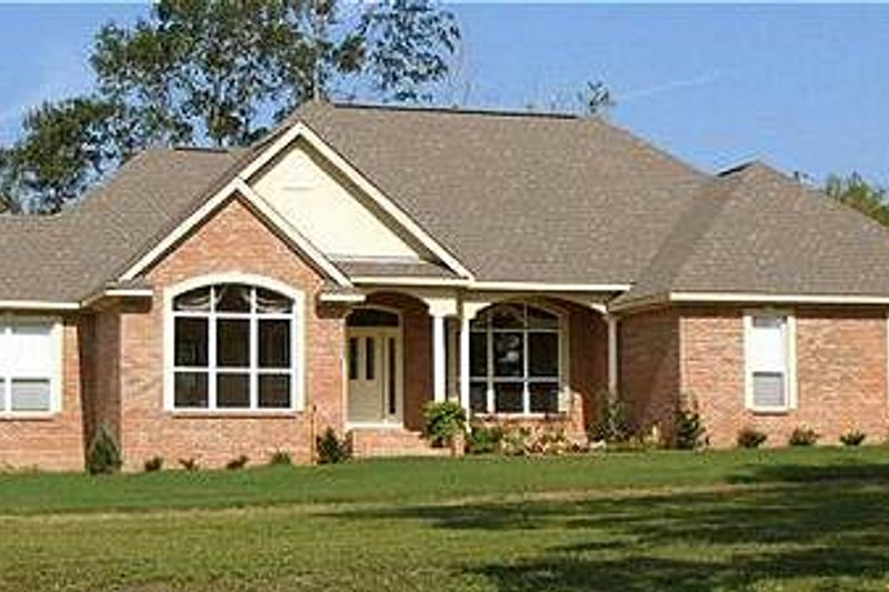 Traditional Style House Plan - 4 Beds 2 Baths 2481 Sq/Ft Plan #63-129 Exterior - Front Elevation