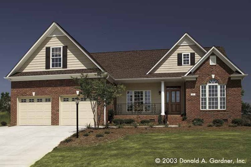 Traditional Style House Plan - 3 Beds 2 Baths 1486 Sq/Ft Plan #929-58 Exterior - Front Elevation