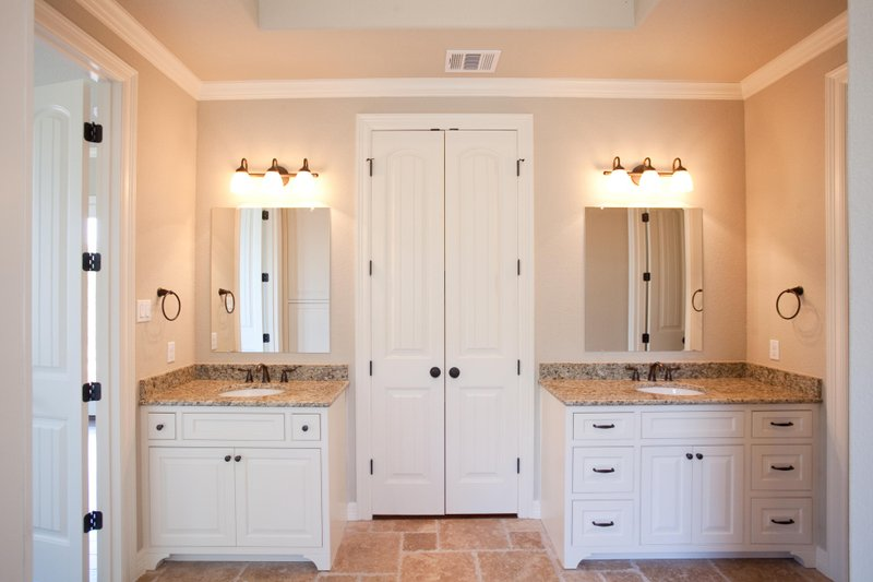 Craftsman Interior - Master Bathroom Plan #120-172 - Houseplans.com
