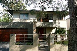 Modern Exterior - Front Elevation Plan #496-10