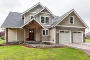 Craftsman Style House Plan - 4 Beds 2.5 Baths 2276 Sq/Ft Plan #1070-29 Exterior - Front Elevation