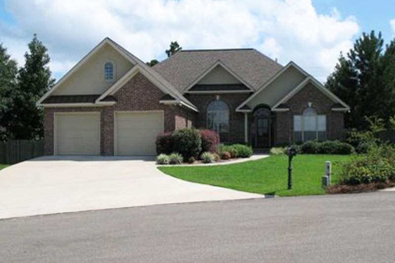 European Style House Plan - 3 Beds 2 Baths 1900 Sq/Ft Plan #21-181 Exterior - Front Elevation