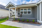 Craftsman Style House Plan - 3 Beds 2 Baths 1751 Sq/Ft Plan #1070-98 Exterior - Front Elevation