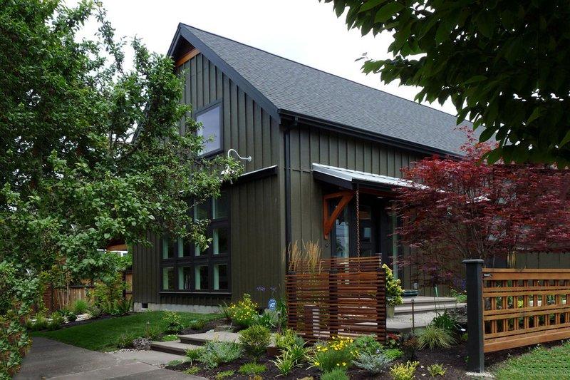 Home Plan - Farmhouse Exterior - Front Elevation Plan #124-901