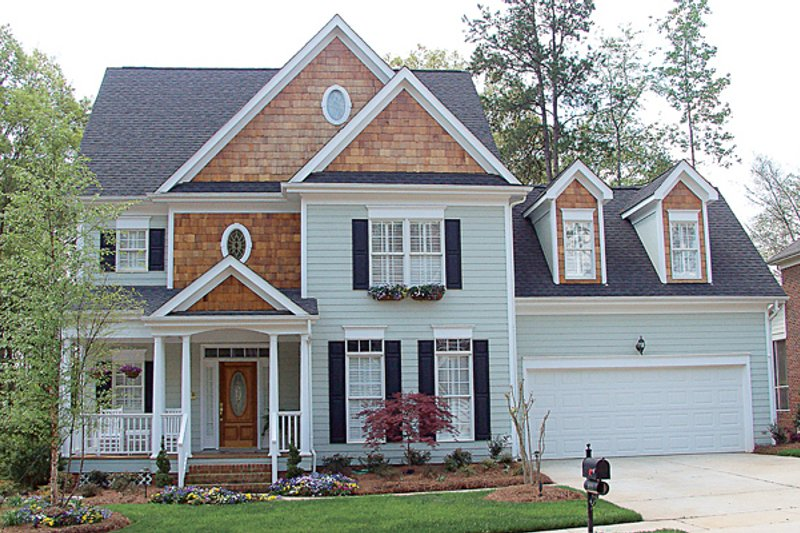 Colonial Style House Plan - 3 Beds 2.5 Baths 2136 Sq/Ft Plan #453-77 Exterior - Front Elevation