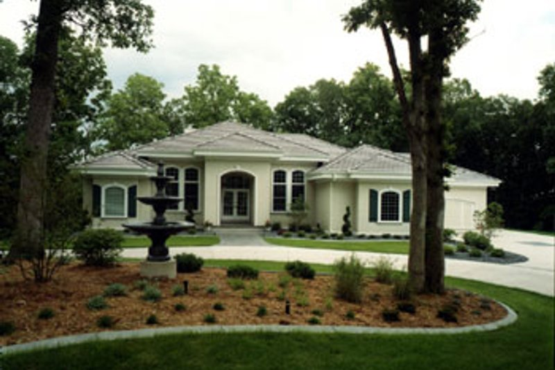 Mediterranean Style House Plan - 5 Beds 3.5 Baths 5282 Sq/Ft Plan #70-452 Exterior - Front Elevation