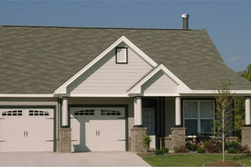 Bungalow Style House Plan - 2 Beds 2 Baths 1336 Sq/Ft Plan #63-235 Exterior - Front Elevation