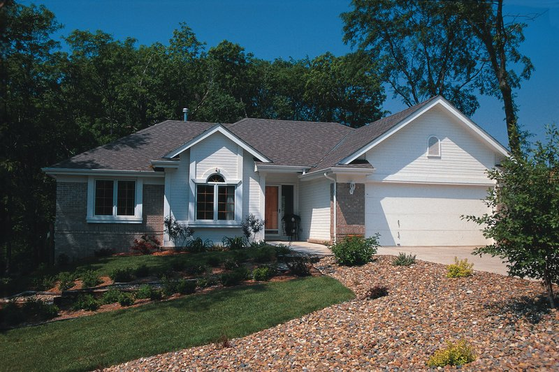 Home Plan - Traditional Exterior - Front Elevation Plan #20-144