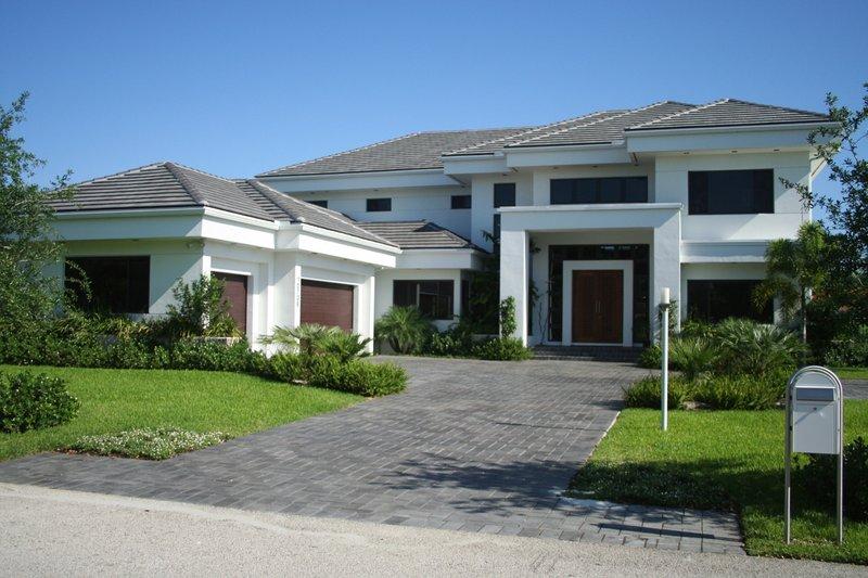 Modern Style House Plan - 4 Beds 4.5 Baths 5555 Sq/Ft Plan #420-172