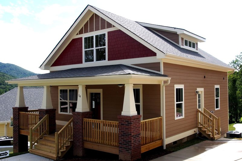 Craftsman Style House Plan - 3 Beds 2.5 Baths 1522 Sq/Ft Plan #461-19 Exterior - Front Elevation