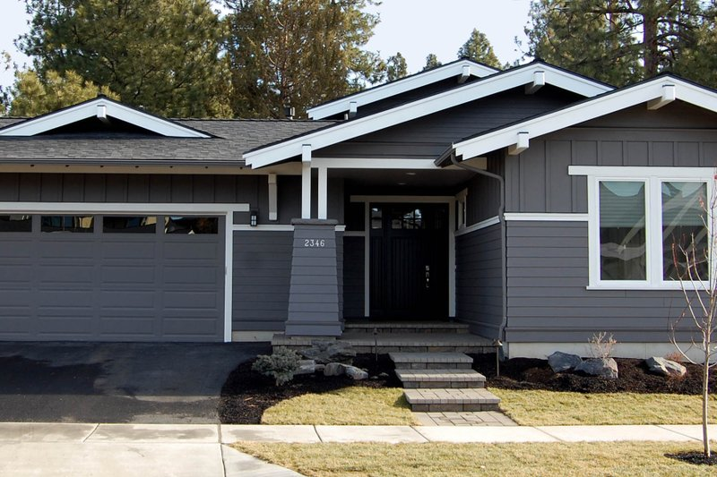 Craftsman Style House Plan - 3 Beds 2.5 Baths 1921 Sq/Ft Plan #895-26 Exterior - Front Elevation