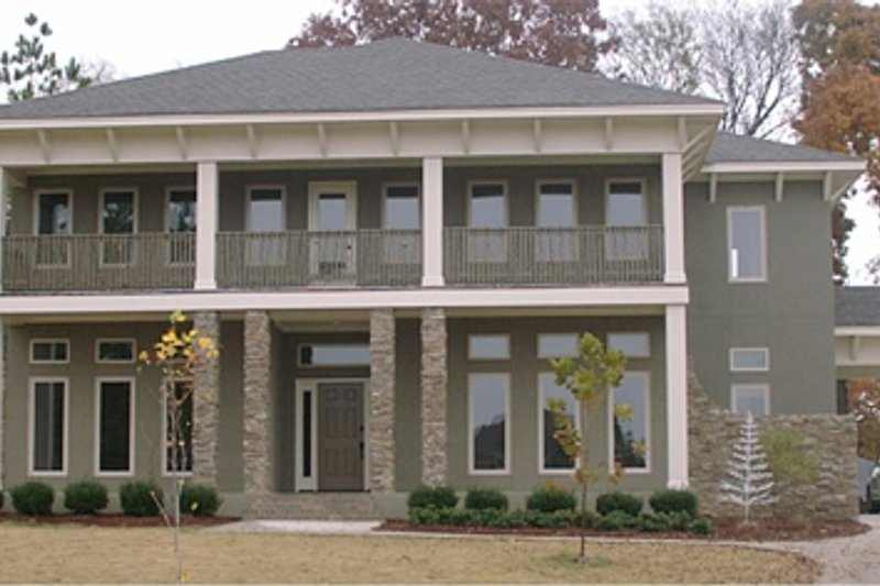 Traditional Style House Plan - 4 Beds 4.5 Baths 4007 Sq/Ft Plan #63-261 Exterior - Front Elevation