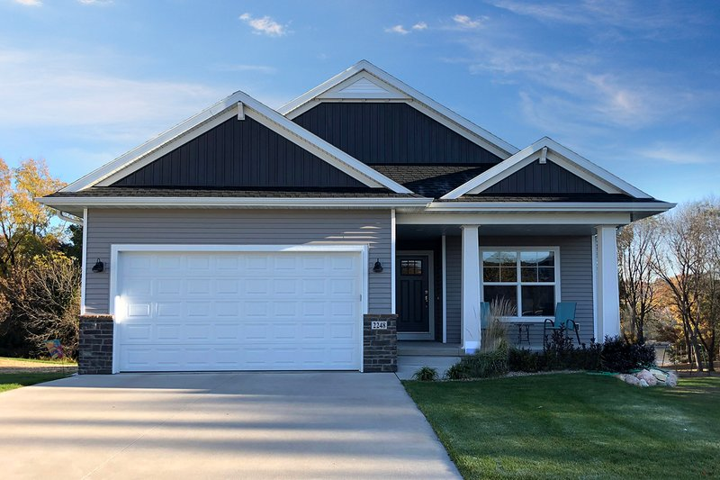 Dream House Plan - Ranch Exterior - Front Elevation Plan #70-1497