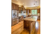 Craftsman Style House Plan - 3 Beds 2.5 Baths 2518 Sq/Ft Plan #124-988 Interior - Kitchen
