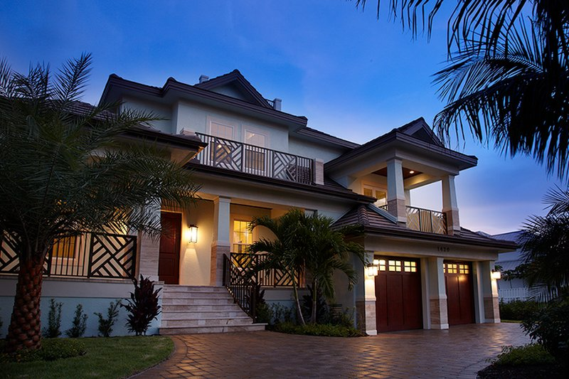 Beach Style House Plan - 4 Beds 4.5 Baths 4181 Sq/Ft Plan #548-20 Exterior - Front Elevation